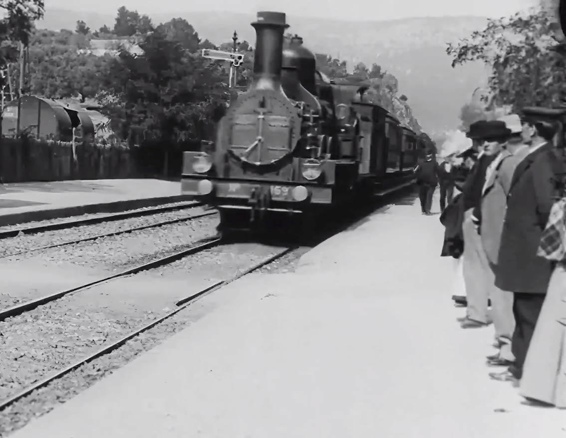 L'arrivée-du-train-en-gare-de-La-Ciotat